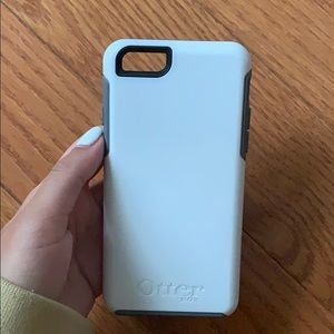 White and grey otter box iPhone 6/6s case